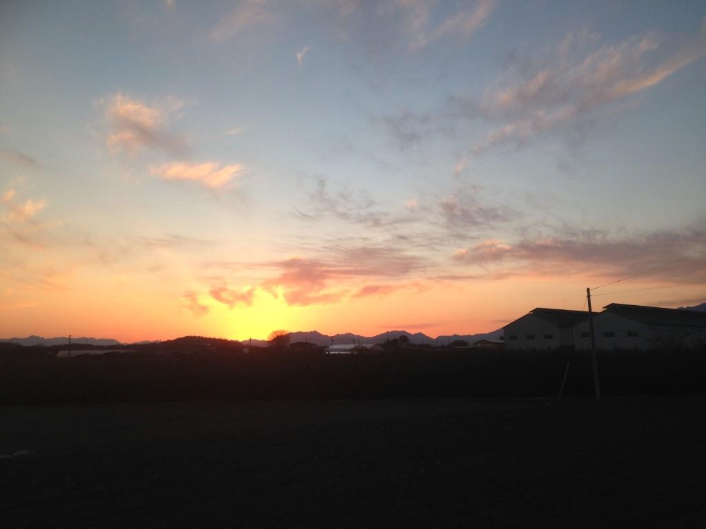 散歩中の夕日